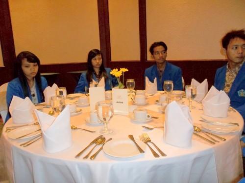 Mahasiswa Tata Boga smt 2 sebagai peserta dalam acara Table Manner di Hotel Grand Candi Semarang