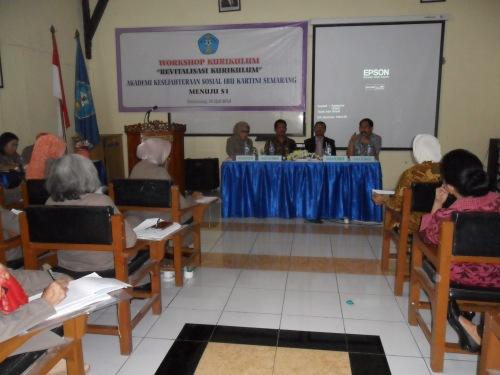 "Workshop Kurikulum ""Revitalisasi Kurikulum AKS Ibu Kartini menuju S1"""
